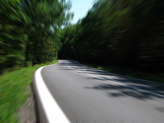 10 tipp a biztonságos vezetéshez, ha hosszú útra indulsz
